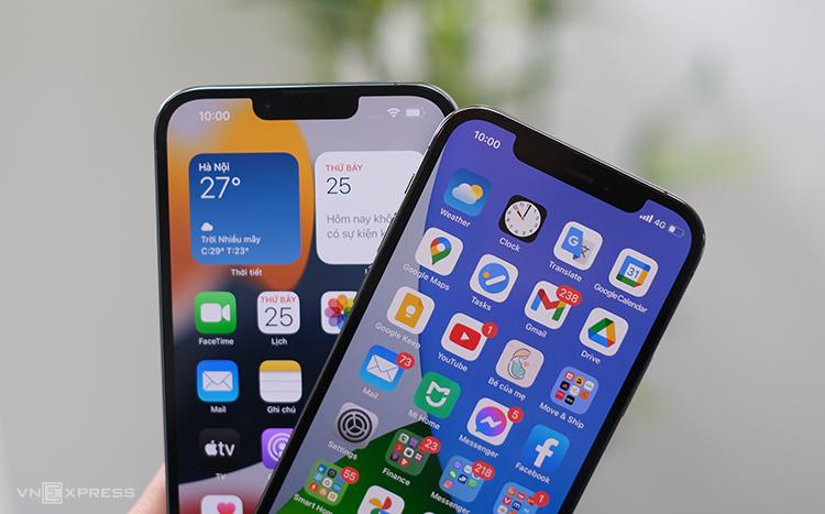 iPhone 13 Pro (trái) có màn hình 120 Hz nhưng đa số các ứng dụng bên thứ ba hiện nay chưa tận dụng được. Ảnh: Tuấn Hưng