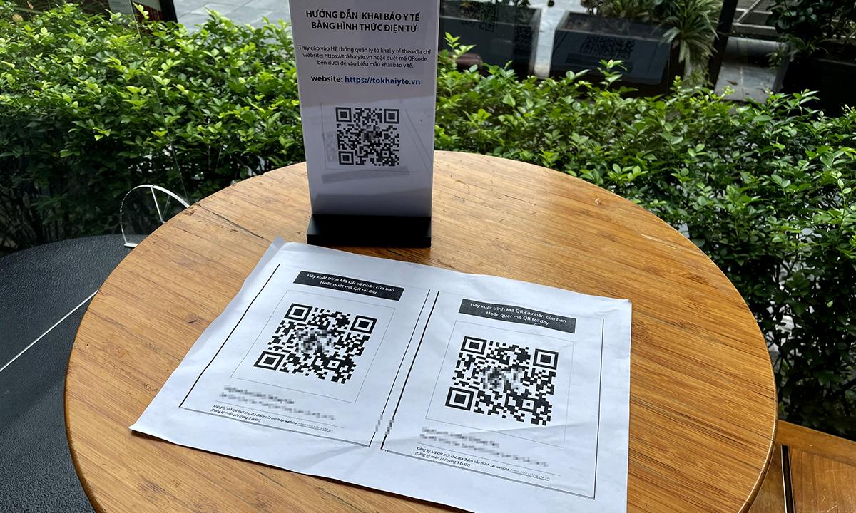 Mã QR được đặt trên bàn tại một quán cà phê ở Hà Nội. Ảnh: Lưu Quý