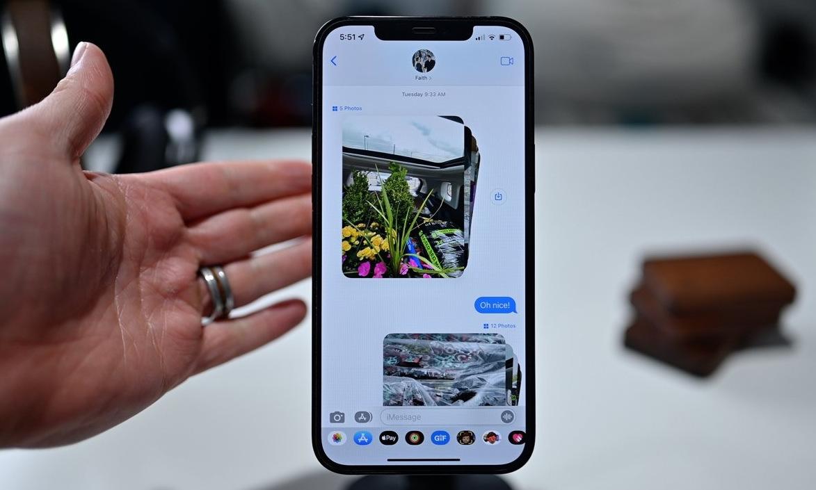 Ứng dụng Message trên iOS 15. Ảnh: Apple Insider.