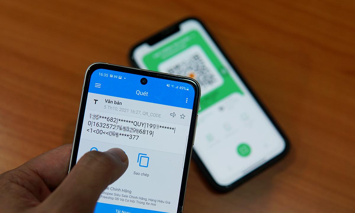 Mã QR trên PC-Covid có thể được quét bằng camera điện thoại và cho ra một số thông tin. Ở phiên bản mới, người dùng có thể tùy chọn ẩn các thông tin này bằng ký tự *. Ảnh: Lưu Quý
