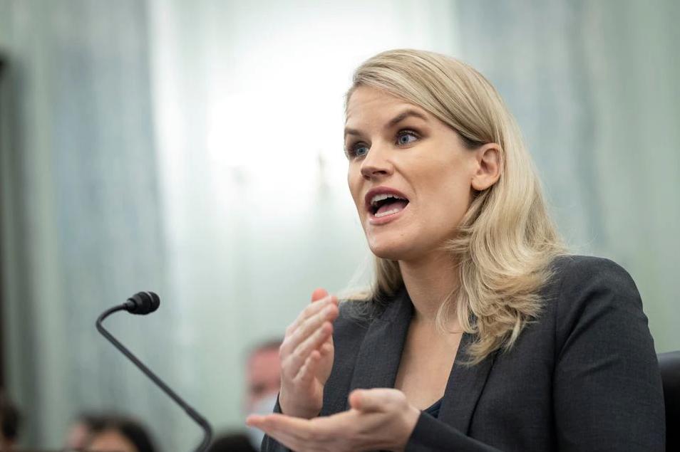 Frances Haugen trong phiên điều trần trước Thượng viện Mỹ ngày 5/10. Ảnh: Reuters