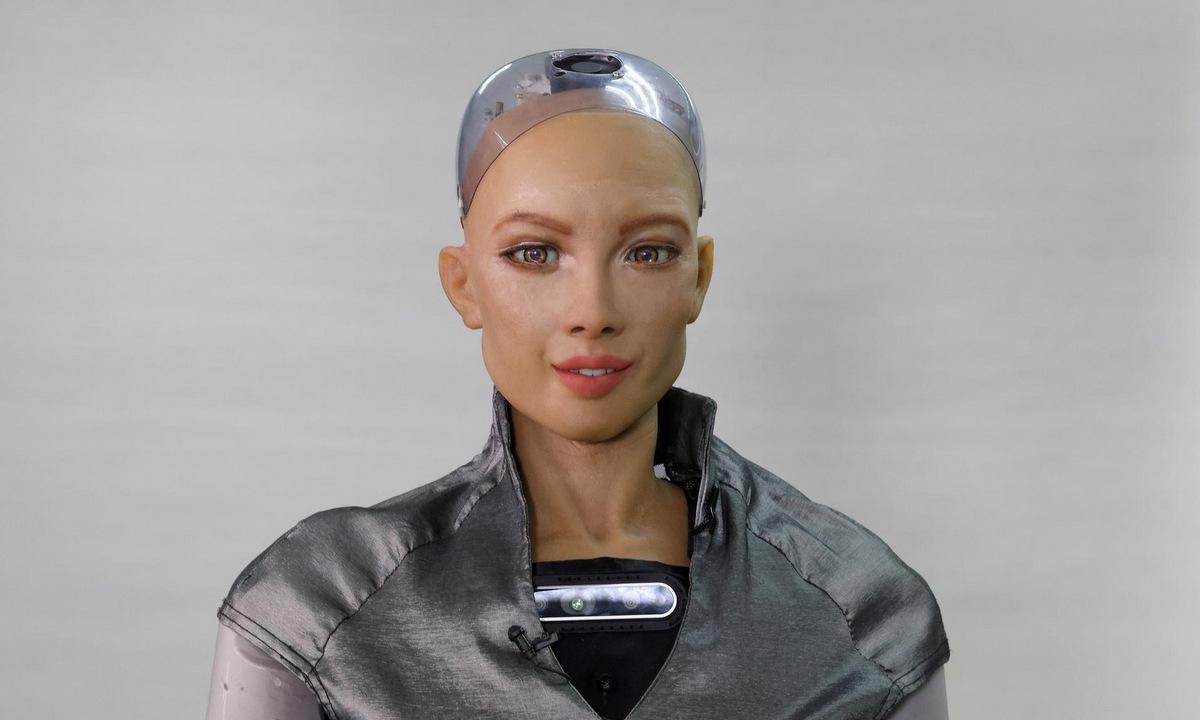 Robot Sophia tại phòng thí nghiệm của Hanson Robotics hồi đầu năm nay. Ảnh: Reutersi.