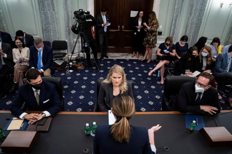 Frances Haugen điều trần trước Thượng viện Mỹ ngày 5/10. Ảnh: Reuters